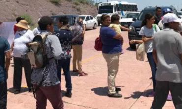 Cientos de personas cierran accesos a San Carlos en protesta por jóvenes desaparecidos