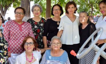 Festeja DIF a los adultos mayores en el Día del Abuelo