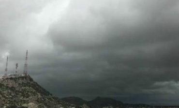 Se registra cielo nublado y lluvia en Hermosillo