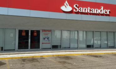 Despojan A Cajera De Dinero En Banco Santander