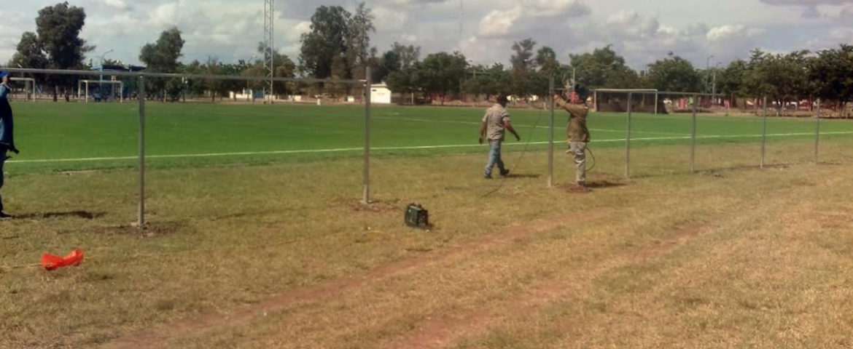 Rehabilitan campo 2 de futbol