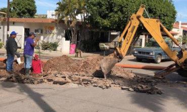 Trabaja Personal de Oomapash problemas de drenaje