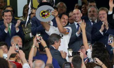 Valencia supera al Barcelona y levanta la Copa del Rey