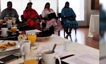 Diputados desayunan 'de lujo' frente a rarámuris y… ni agua les ofrecen