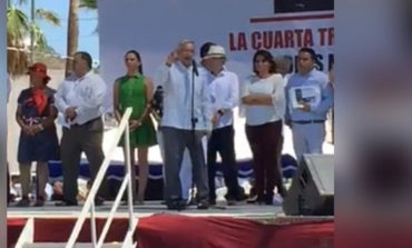 Llega Andrés Manuel López Obrador a Guaymas en su gira de agradecimiento.
