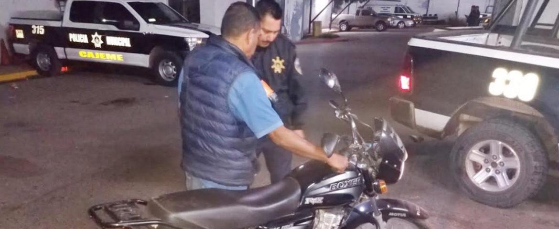 Entrega Policía Municipal motocicleta robada a su dueño