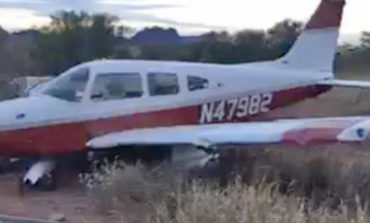 Aterriza avioneta por fuera del aeropuerto en Guaymas