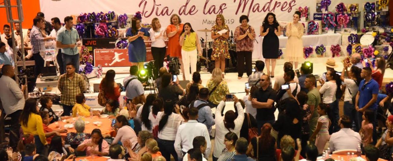 Celebran Gobernadora y Alcaldesa a madres de familia
