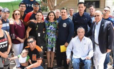 Atiende Celida López a bomberos; resuelve sus inconformidades