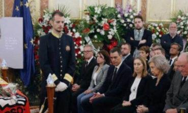 España da emotivo adiós a Alfredo Pérez Rubalcaba
