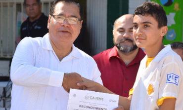 """Promueve alcalde valores patrios en alumnos de escuela secundaria general número 3 """"liberales de la reforma"""""""