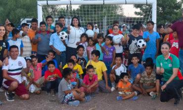 Entrega alcaldesa tinacos, material deportivo, y rehabilitación de espacios deportivos en Pueblo Mayo