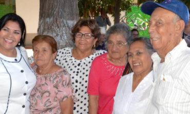 Alcaldesa visita Estancia de Día del Adulto Mayor