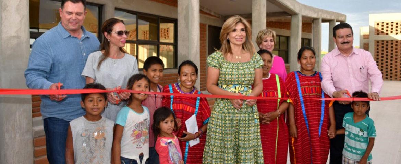 Entrega Gobernadora Pavlovich Villas del Papa Francisco para niñez migrante