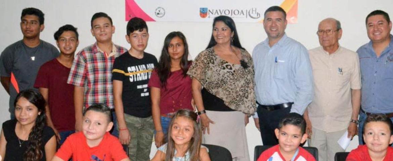 Entrega Alcaldesa 63 becas a hijos de personal Sindicalizado de OOMAPASN.