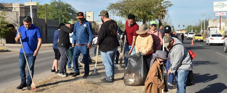 """Vecinos y personal del Ayuntamiento dejan dejaron """"limpiecito"""" camellón de Las Minitas"""