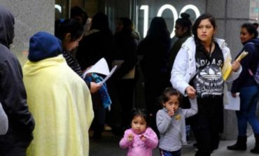 Quiere Trump acabar con límites a detención de niños migrantes