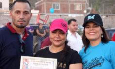 Entrega alcaldesa trofeos de Softbol