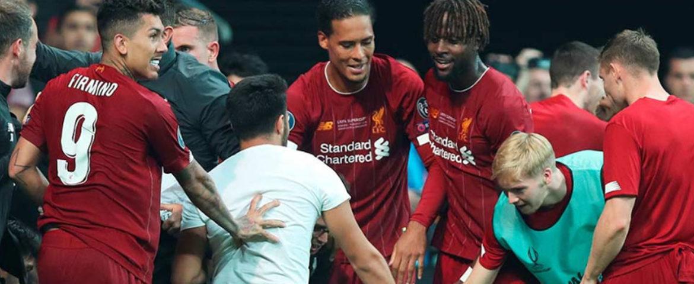 Aficionado lesionó a portero del Liverpool
