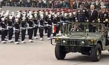 Encabeza López Obrador Desfile Militar en el Zócalo.