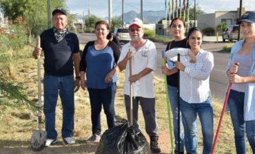 Apoyan vecinos y servidores públicos con limpieza del bulevar Quiroga