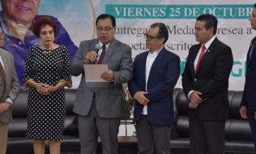 Participa Alcalde En Entrega De Medalla A La Excelencia Al Poeta José Ángel Leyva