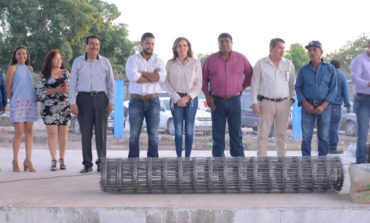 Entregan Material Para Rehabilitar Estadio De Béisbol De La Colonia Allende