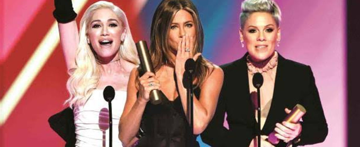 Jennifer Aniston y P!nk brillan en los People Choice Awards