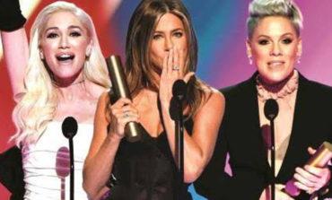 Jennifer Aniston y P!nk brillan en los People Choice Awards