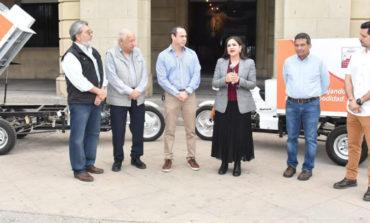 Recibe alcaldesa motocicletas recolectoras del Patronato del Centro