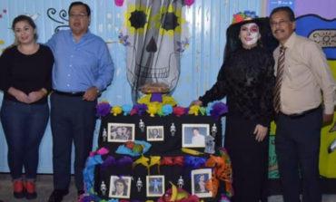 """Alcalde y presidenta de DIF participan en kermes """"reviviendo tradiciones""""."""
