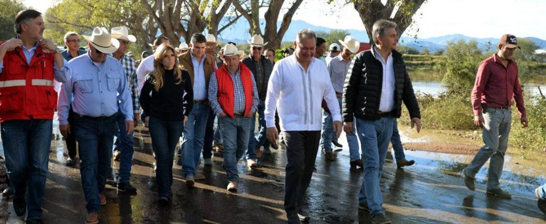 Supervisa Gobernadora obras en zona afectada por lluvias en la Sierra y entrega apoyos