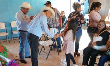 Presidente Ramón Díaz visita los ejidos del sur y lleva material para iluminación