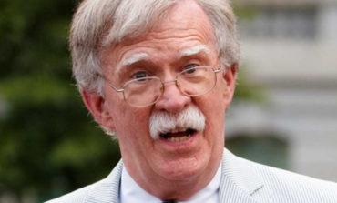 Exasesor Bolton sacude juicio político a Trump