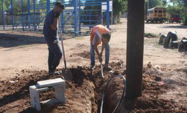 Supervisan avances de obra del estadio de béisbol en la comunidad de la Savila,