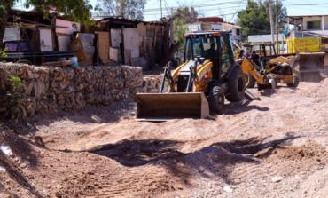 Desazolvan arroyo Los Nogales