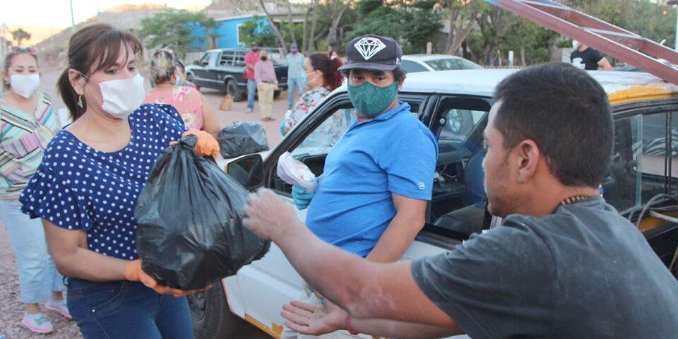 Lleva Sara Valle apoyo alimentario a vecinos de Yucatán y 18 de Noviembre