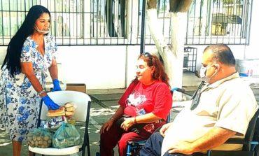 Entrega Alcaldesa despensas a personas con discapacidad