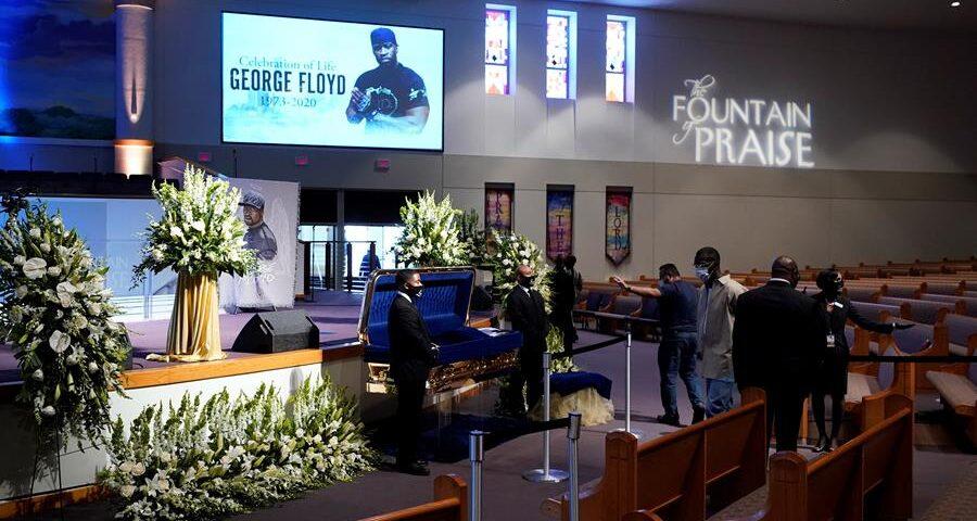 Vecinos de George Floyd le dan su último adiós en un velatorio de Houston