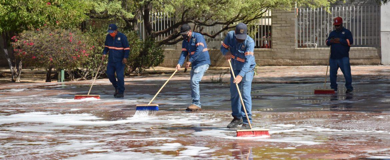 Realizan limpieza profunda en Plaza de Los Maestros en la colonia San Benito