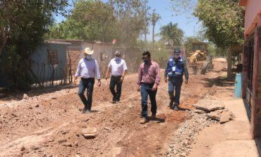 Presidente Ramón Díaz supervisa trabajos de revestimiento en la colonia Unión