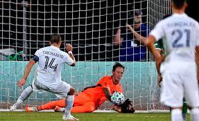 'Chicharito' se estrena como goleador en la MLS pero Galaxy cae ante Portland