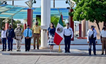 Realizan ceremonia cívica por el mes de la patria.