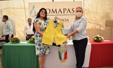 Entrega Alcaldesa uniformes a personal femenino de Oomapasn