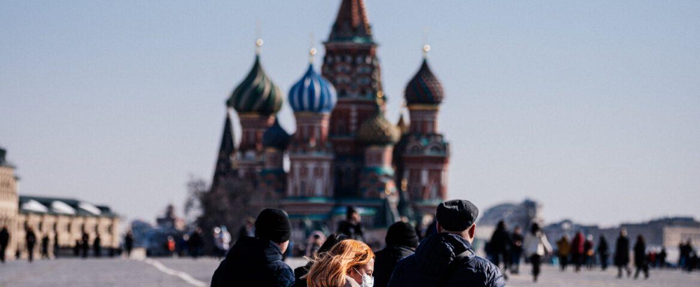 Rusia bate récord diario de casos y decesos por COVID-19