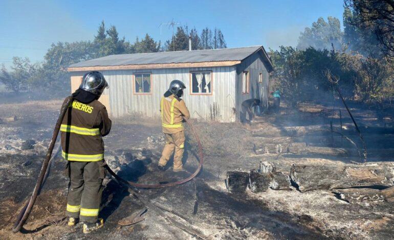 Incendio forestal en Los Ángeles obliga a evacuar a unas 25 mil personas