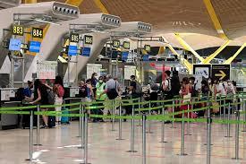 Europa prohíbe vuelos de Reino Unido por nueva cepa de coronavirus 'fuera de control'