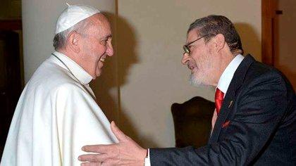 El médico personal del papa muere por complicaciones de covid-19