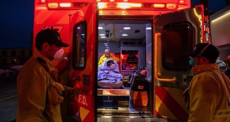 Hospitales y funerarias en Los Angeles colapsados por COVID-19
